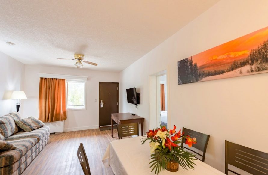 Suite – 1 King & 2 Twin Beds